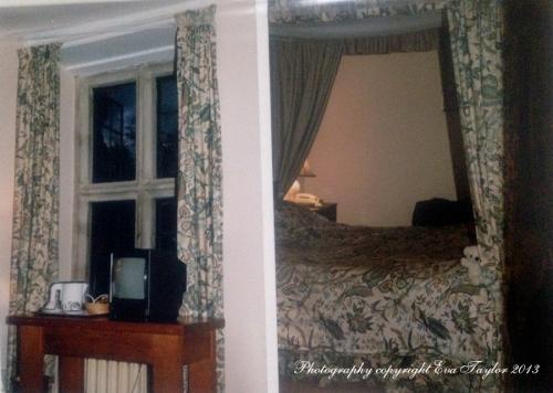 BiburyCourtHotel_c1990_1147